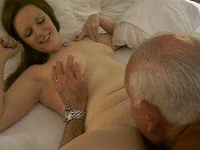 Imagen Orgasmos muy fuertes gracias a su abuelo