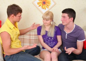 Imagen Acaba con su virginidad gracias a dos compañeros de clase