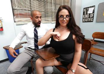 Imagen Angela White no duda en seducir al padre de uno de sus alumnos
