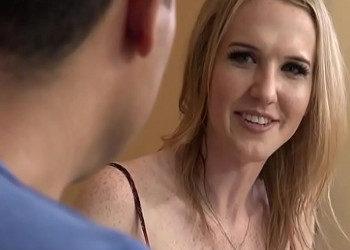 Imagen Animadora transexual convence a un chico para que la encule