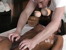 Imagen Dejo el masaje y voy a por su coño