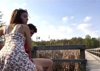 Imagen Disfrutan del campo y de un buen polvete al aire libre