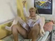 Imagen El doctor acaba seducido por la abuelita