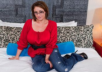 Imagen Eva Notty saca sus pechotes a pasear para disfrutar de sexo duro