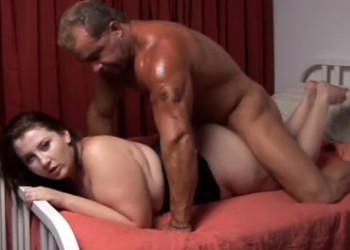 Imagen Guapa gordita disfruta de su marido cachas en un polvazo