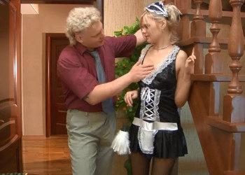 Imagen Joven sirvienta se somete ante el pervertido de su jefe
