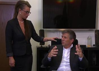 Imagen Secretaria tetona seduce a su jefe y le deja darle por detrás