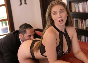 Imagen Lena Paul se cuela en casa de su jefe y le seduce con su cuerpazo