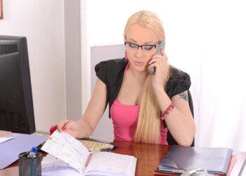 Imagen Lola Taylor se folla a dos de sus compañeros en la oficina