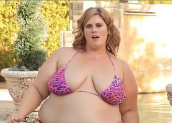 Imagen Luce sus curvas en bikini y atrae a un negro muy dotado
