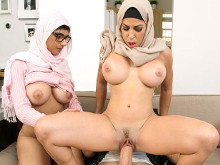 Imagen Madre e hija árabes comparten rabo