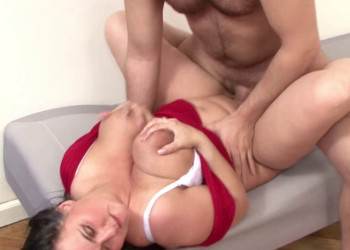 Imagen Milf alemana usa sus enormes pechos para seducirle