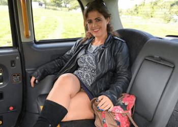 Imagen Milf española no duda en zamparse el pollón del taxista