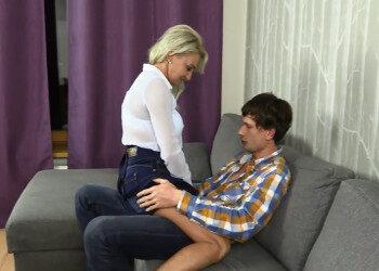 Imagen Milf rusa folla con un jovencito mientras su marido les graba