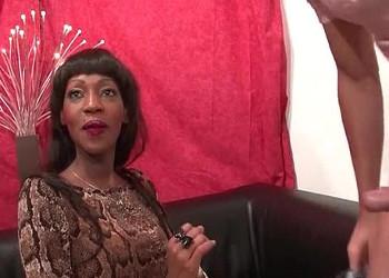 Imagen Negra francesa disfruta de una follada anal con un blanquito