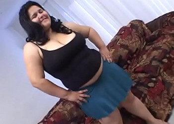 Imagen Obesa latina disfruta de sexo y recibe un creampie en su coño