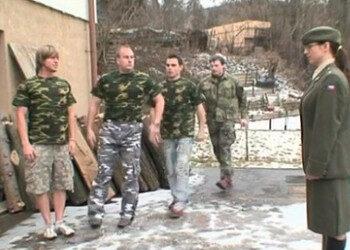 Imagen Pasa revista a sus soldados y les pide un bukkake brutal