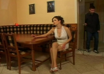 Imagen Queda en el restaurante con su ligue y le deja abrir su trasero