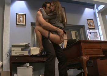 Imagen Rachel Roxxx no tarda en abalanzarse sobre su compañero