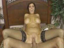 Imagen Recibió ayuda de su sexy hermanastra