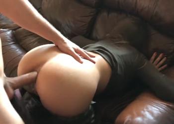 Imagen Se quita sus pantalones militares para recibir un duro anal