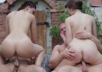 Imagen Sexo al aire libre con sus chicos en una orgía brutal