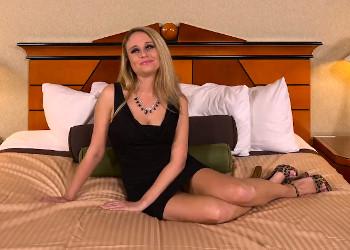 Imagen Sexy milf llega a un casting dispuesta a demostrar lo que vale