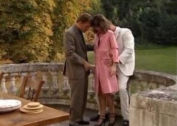 Imagen Sirvienta francesa atiende a los invitados de un modo muy especial