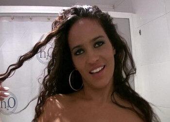 Imagen Uruguaya regala unas mamadas al cámara en el baño